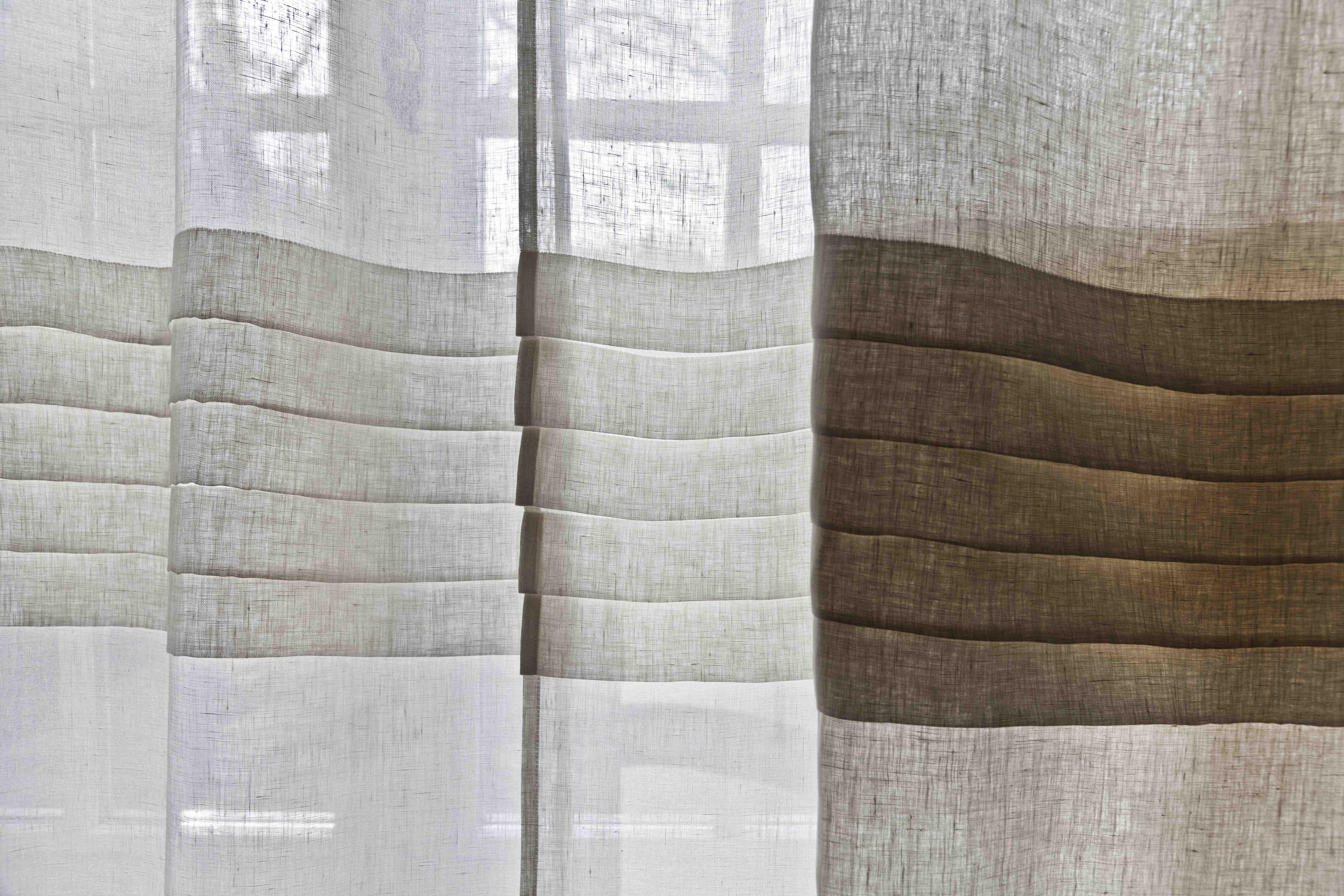 Sedie in legno di abete naturale tirolesi costo for Tende lino moderne
